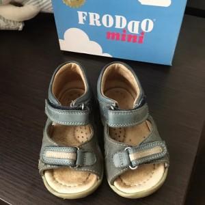 <Froddo дитяче взуття від хорватського виробника і розмірна сітка бренду